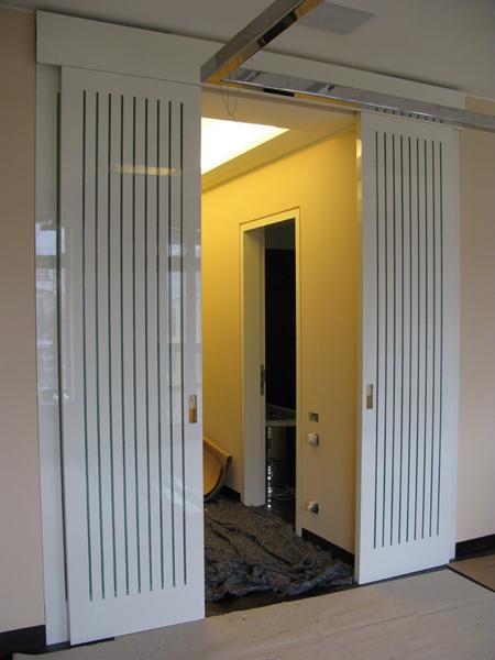 Двери раздвижные из массива