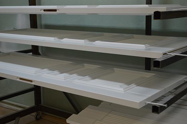 Отделка дверей в столярном производстве
