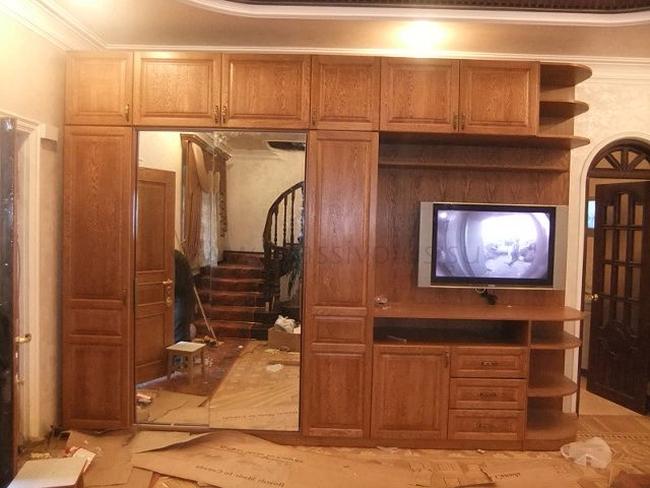 Встроенный шкаф из массива