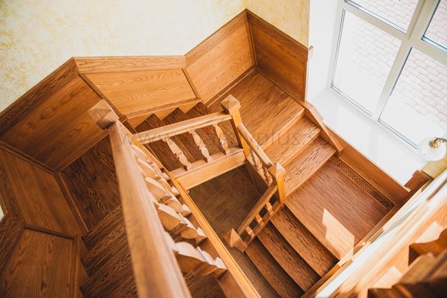 Заказать лестницу для загородного дома